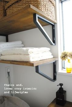 Give Your Rooms Some Spark With These Easy Vintage Industrial Furniture and Design Tips Do you love vintage industrial design and wish that you could turn your home-decorating visions into gorgeous reality? Iron Furniture, Steel Furniture, Vintage Furniture, Industrial Design Furniture, Industrial Interiors, Laundry Room Storage, Shelf Design, Home Improvement Projects, Furniture Projects