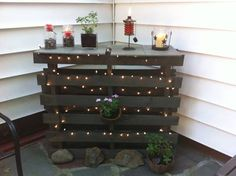 Outdoor Patio Bar / Counter I love how this came out so I thought I'd share my photo. Two pallets nailed together I trimmed them down one row. Then I spray painted them a dark bronze The post Outdoor Patio Bar / Counter appeared first on Pallet Diy. Bar Patio, Outdoor Patio Bar, Outdoor Decor, Outdoor Spaces, Deck Bar, Patio Table, Backyard Patio, Outdoor Pallet Bar, Pallet Patio