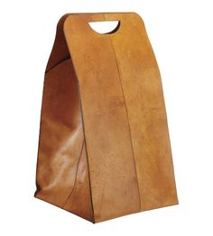 Clasp laundry basket made of leather (www.habitat.fr)