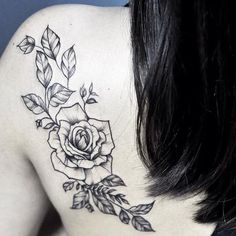 Fine line rose tattoo.  #patmara #minastattoo #girlstattoos #girlstattoing #girlstattoist #girlsartist #bhtattoo #minastattoo #belohorizonte #delicatetattoo #tattooworld #tattoosaddict #tattoo2me #tattooguest #chooseyourtattoo #thinkbeforeuink #ideias_tattoo #finelinetattoo #fineline #tattoo_of_theday #femmetattoos #tatuaggio