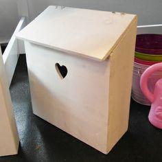 Brievenbus Kids Mailbox, Wooden Mailbox, Baby Crafts, Home Crafts, Diy And Crafts, Playhouse Decor, Wooden Posts, Post Box, Wooden Crafts