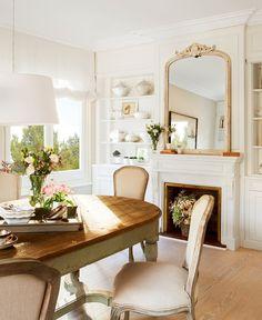 Tiñendo las puertas y otros elementos de blanco este piso rejuveneció al instante. Ahora sigue siendo clásico, sí, pero no antiguo. ¡Y más amplio y luminoso!