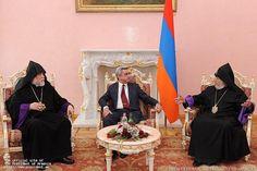 El presidente Serge Sarkisian tuvo una conversación telefónica el viernes con Su Santidad Karekin II, Catholicos de todos los armenios, y Su Santidad Aram I, Catholicos de la Gran Casa de Cilicia, informó la Oficina del Presidente.