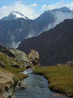 ВНИЗ К ЛЮДЯМ.                                                              Кыргызстан- глазами моих туристов.