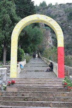 Arco votivo del Maestro Cucchi - Ingresso Santuario Madonna della Grotta