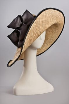 Simple summer hat.....and it's gorgeous. I would adore wearing this!
