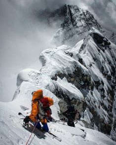 Incredible capture and breathtaking views, descending from Mount Everest. Ski And Snowboard, Snowboarding, Skiing, Mountain Climbing, Rock Climbing, Mountain Biking, Mount Everest, Jimmy Chin, Climbing Everest