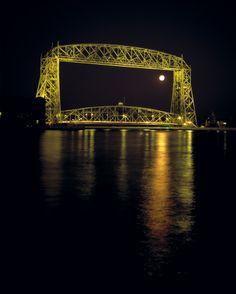 DP16 by  Full Moon and Dulth's Aerial Lift Bridge www.phawkinsphoto.com Peter Hawkins©1992