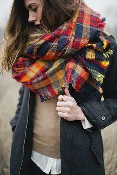 Enorme écharpe plaid rouge, orange et bleue. Style campagne anglaise.