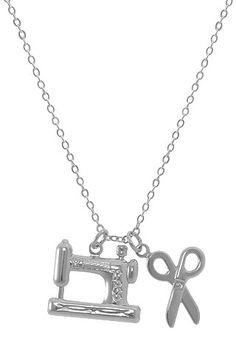 Gargantilha folheada a prata c/ pingente em forma de tesoura e máquina de costura - profissão costureira - Linha Profissões