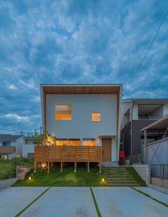 Modern frame house in Hitaichi, Aichi prefecture. Modern Architecture Design, Facade Architecture, Box House Design, Japanese Modern House, Zen House, Box Houses, Interesting Buildings, Dream House Plans, Architect Design