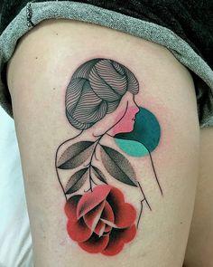 Mariusz Trubisz tatuagem - silhueta mulheres flores