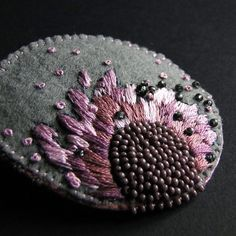 Powdered peony brooch (proj. agat.handmade), do kupienia w DecoBazaar.com