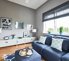 Pokój z przeznaczeniem na gabinet/pokój TV/pokój rodzinny - zdjęcie od mhomestudio - homebook Couch, Furniture, Home Decor, Living Room, Settee, Decoration Home, Sofa, Room Decor, Home Furnishings