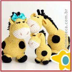 Família Girafa! #amigurumi #crochet #crochê #croche #presentes #decoração #designercrochet #arteemcrochet #mimoteca #lembrancinhas #chádebebê contato mariana@mimoteca.com.br ou pelo site mimoteca.com.br
