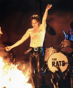 Released in 1998 and directed by Todd Haynes, Velvet Goldmine is the tale of a gay British journalist writing about a bi-sexual glam rock star. Todd Haynes, The Todd, Cinema, Ewan Mcgregor, Obi Wan, Movie Photo, Glam Rock, Cannes Film Festival, Hemsworth