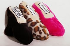 Lots of�Bargain Deals.Com - Designer Shoes Even dogs love designer shoes! Pamper your pooch with these killer heels... * Manolo Barknik(Leopard Print) * Bark Jacobs (posh pink) These toys are made with an ultra plush material and are made very sturdy. Each toy has a loud squeaker hidden inside.