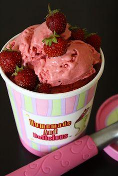 (via Sweetly Raw: Sweet Strawberry Ice Cream) Raw Dessert Recipes, Raw Vegan Desserts, Sugar Free Desserts, Raw Food Recipes, Just Desserts, Vegan Raw, Gelato Ice Cream, Yummy Ice Cream, Vegan Ice Cream