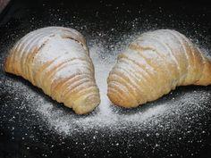Les paso la receta del libro de Ketty de Pirolo, sólo que hice unas pequeñas variantes, a la masa le puse menos cantidad de materia grasa, ... Cronut, Bread Cake, Grubs, Cakes And More, Doughnuts, Stevia, Sweets, Cookies, Baking