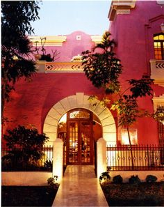 The hotel Rosas & Xocolate occupies two nineteenth-century mansions restored using traditional techniques.