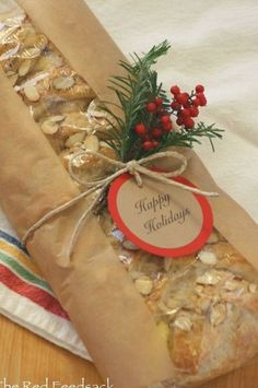 Christmas Bread, Christmas Food Gifts, Xmas Food, Christmas Goodies, Homemade Christmas, Baked Goods For Christmas Gifts, Holiday Bread, Bread Packaging, Dessert Packaging