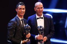 Real-Madrid-Trainer Zinédine Zidane ist von der FIFA als bester Trainer des Jahres ausgezeichnet worden. Der Franzose setzte sich gegen zwei Italiener durch.