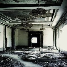Ruined Room | Par kimchee90 http://kimchee90.deviantart.com