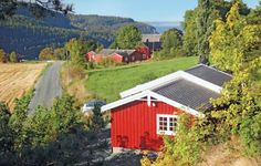 Holiday home Ekne Lunden Nedre Ekne Holiday home Ekne Lunden Nedre is a holiday home located in Falstad in the Nord-Tr?ndelag Region and is 44 km from Trondheim. The property is 42 km from Steinkjer and features views of the sea. Free private parking is available on site.