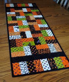 Halloween Tablerunner Trick Or Treat Tablerunner Quilted Tablerunner Halloween Tablerunner Trick Or Treat By Cachecreekquilts On Etsy Colchas Quilting, Machine Quilting, Quilting Projects, Quilting Designs, Sewing Projects, Quilting Classes, Halloween Quilts, Halloween Sewing, Trendy Halloween