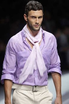 Quels styles avec un foulard pour un homme, quel foulard m'ira le mieux pour créer un looks à la mode, des style de foulard au masculin.
