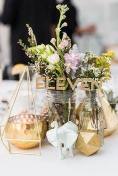 Geometric Wedding Table Centerpieces For Awesome Wedding Table Decorating Modern Centerpieces, Rustic Wedding Centerpieces, Centrepieces, Table Decoration Wedding, Table Decorations, Modern Wedding Decorations, Gold Wedding Colors, Wedding Themes, Metallic Wedding Theme