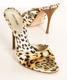 Roberto Cavalli Must have! Leopard Fashion, Animal Print Fashion, Animal Prints, Sexy Heels, High Heels, Fashion Shoes, Fashion Accessories, Talons Sexy, Shoe Boots
