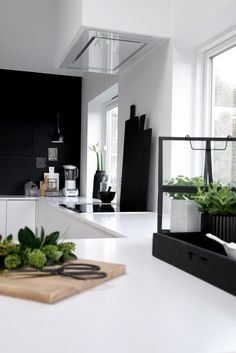 Black and White Style . Home Decor . Interior Design Inspiration The post Kitchen . Black and White Style . Home Decor . Black Kitchens, Home Kitchens, New Kitchen, Kitchen Decor, Kitchen White, Nordic Kitchen, Rooms Decoration, Dessert Decoration, Decorations