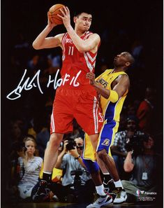 Yao Ming Houston Rockets Fanatics Authentic Autographed x With Ball Against Lakers Photograph with Inscription Kobe Bryant Michael Jordan, Nba Houston Rockets, Jordan Swag, Nba Stars, Wnba, Superstar, Photograph, Fitness, Sports