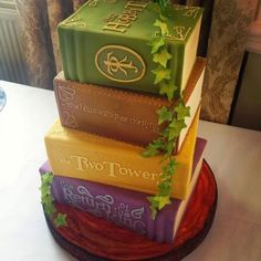 The Hobbit series books cake - by Bake My Cake - Cake Wrecks - Home - Sunday Sweets for Book Lovers Bake My Cake, Eat Cake, Game Of Thrones Torte, Creative Cakes, Creative Food, Beautiful Cakes, Amazing Cakes, Gateau Harry Potter, Cupcakes Decorados