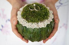 A todo Confetti is under construction Church Wedding Flowers, Flower Bouquet Wedding, Modern Floral Arrangements, Flower Arrangements, Space Wedding, Diy Wedding, Wedding Rings, Wedding Designs, Wedding Styles