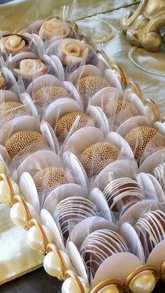 Nossas jóias em forma de doce | Chocola Designer Doces Chocolate Shop, Chocolate Gifts, Cafe Cup, Dessert Shots, Crepe Recipes, Cake Decorating Techniques, Donut Recipes, Celebration Cakes, Christmas Desserts