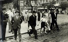 Erzsébet körút Rákóczi út sarok, 1937 Old Pictures, Old Photos, Old Photography, Budapest Hungary, Historical Photos, Arch, Street View, History, City