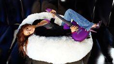 Lindsay Lohan with guitar   www.songdew.com