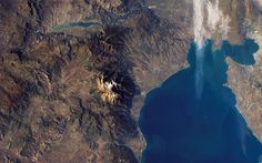 22 of the Most Famous Mountains in the World to Photograph Nasa Pictures, Greek Sea, Mount Olympus, Alexander The Great, Greece Travel, Planet Earth, Places To Travel, Grand Canyon, Europe
