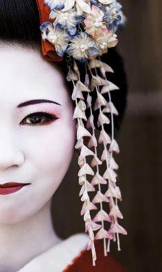 Geisha...Love their appearance!