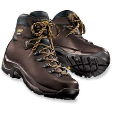 If there is a hiker in you who is gearing up for the next expedition, he would definitely need a good pair of hiking boots.    Read more: http://takeyourtips.com/mens-hiking-boots-you-must-own-for-your-next-expedition/