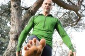 Grant Curle will run barefoot through Toronto streets this winter. He's part of an international running competition to see who can run the. Running In Snow, Winter Running, Barefoot Running, Walking Barefoot, Toronto Street, Toronto Star, Can Run, Healthy Living
