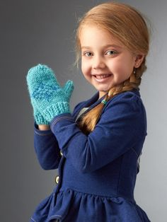Little princesses will love bundling up with these cute mittens, inspired by Elsa from the movie Frozen.