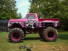 Mega Truck wrapped in Muddy Girl Camo