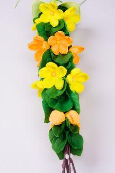 palma wielkanocna z bibuły kwiaty żółto-pomarańczowe kaczeńce rękodzieło ludowe od folkstar