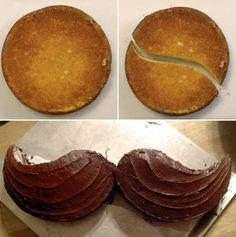 Gâteau moustache express avec un gâteau rond et une ganache au chocolat