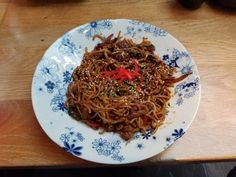 Chili beef noodles Diet Meals, Diet Recipes, Cooking Recipes, Healthy Recipes, Slimming World Recipes Extra Easy, Beef And Noodles, Garlic Paste, Red Chili, Fresh Ginger