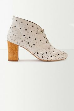 Nina Payne Futurista Cutout Booties - anthropologie.eu