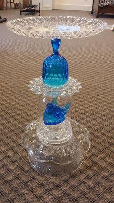Glass Bird Bath, Diy Bird Bath, Bird Bath Garden, Glass Garden Art, Glass Art, Garden Totems, Garden Whimsy, Garden Deco, Recycled Art